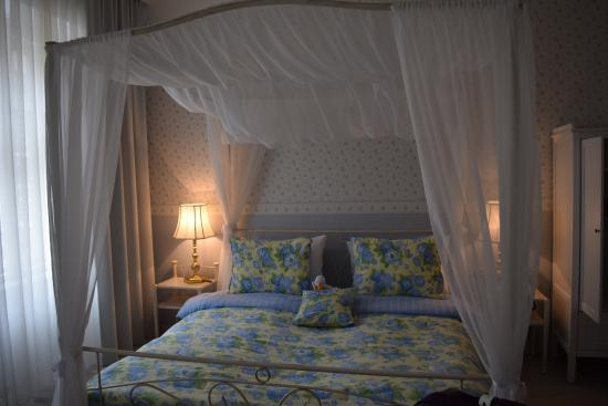 Hotel Kugel: Lovely bed
