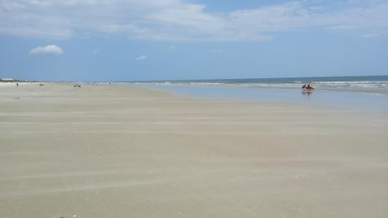 Crescent Beach, FL: Wide beach with calm water