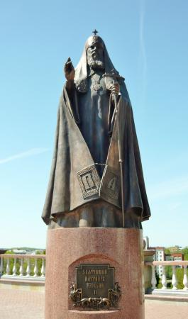 ‪Monument to Patriarch Alexy II‬