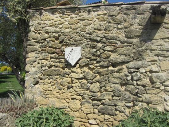 Le Mas de la Lombarde: Cadran solaire