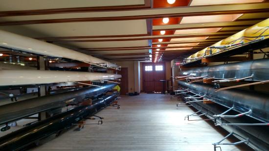 Frank Lloyd Wright's Fontana Boathouse : Inside the Boathouse