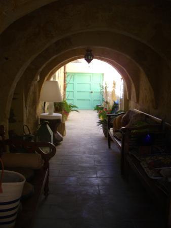 Thirtyseven Gozo: Entrance courtyard