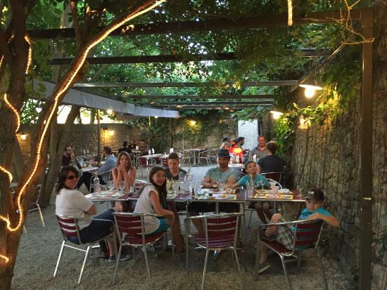 Schattiger hinterhof picture of le jardin carcassonne for Le jardin carcassonne