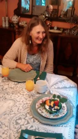 Amazing Grace Bed and Breakfast : Alicia and breakfast (fruit course)