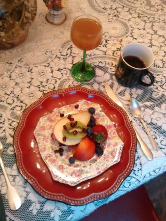 Amazing Grace Bed and Breakfast : Another breakfast (fruit course)