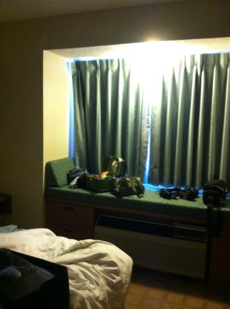 Microtel Inn & Suites by Wyndham Dry Ridge: place to sit by window and have a nice view