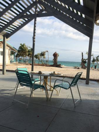 Pelican Beach Hotel : Outdoor dining second to none