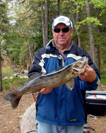 Bear's Den Lodge: French River pickerel