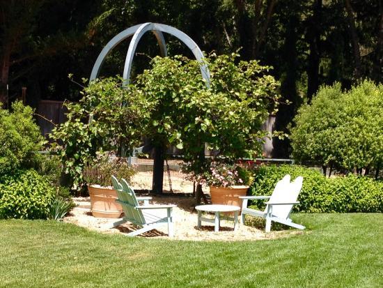Philo, Kaliforniya: Sitting areas everywhere