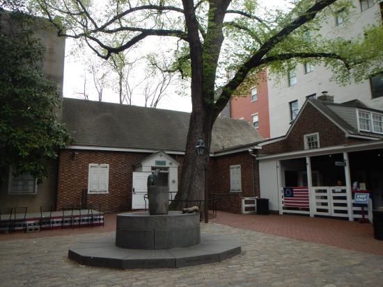 Betsy Ross - Picture of Betsy Ross House, Philadelphia ...