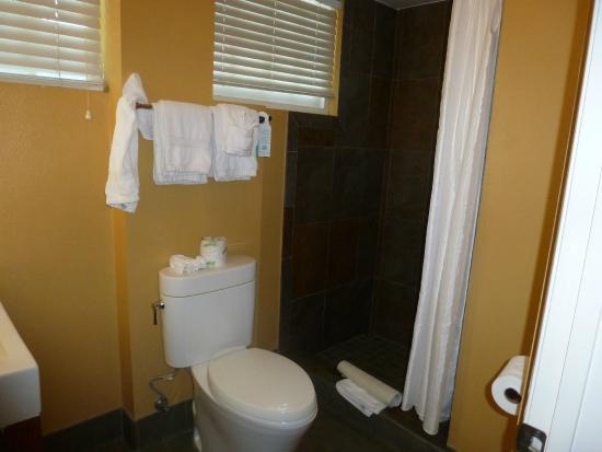 Wine Valley Inn & Cottages: bathroom