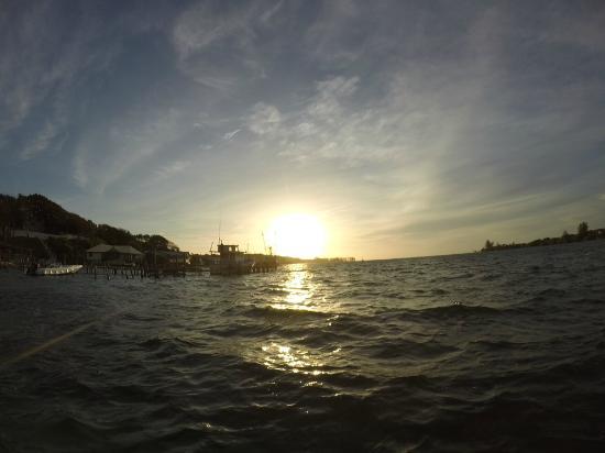 Caye Harbour Lodge: sunrise