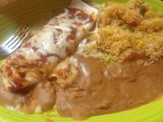 Rancho Viejo: Bean burrito has the taste of marinara sauce with mozzarella cheese on top...... Completely not
