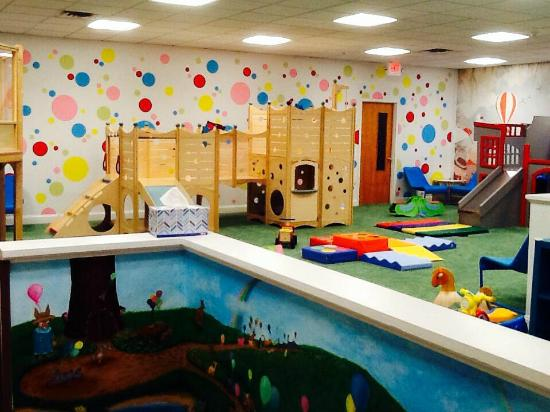 Tinton Falls, NJ: Play space.
