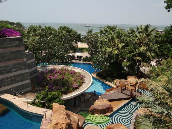 The Zign Hotel: Вид на нижний бассейн