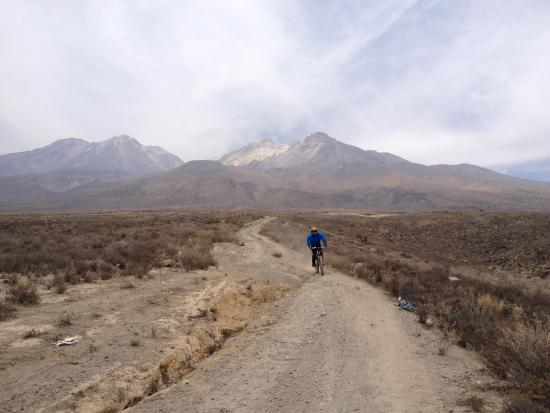 Expediciones y Aventuras - Day Tours: mountain bike - chachani
