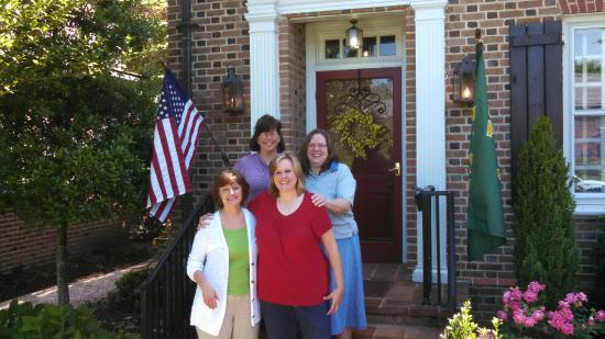 Applewood Colonial Bed and Breakfast: Girls B&B trip Happy 50th BDay to one of us!