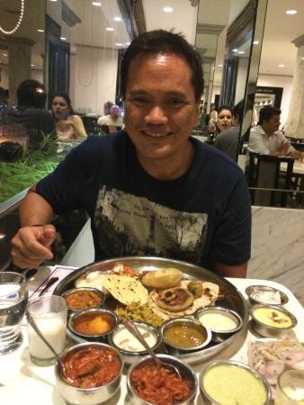 Samrat Veg Restaurant: Scrumptuous veg thali.