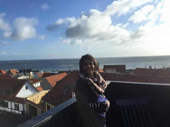 Hotel Gudhjem: Sundeck at hotel
