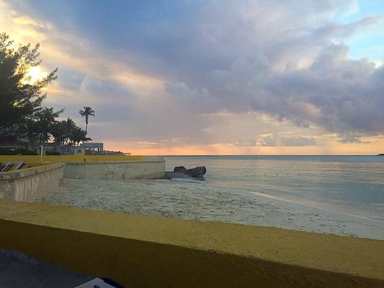Blue Water Resort on Cable Beach: Blue Water Private Beach