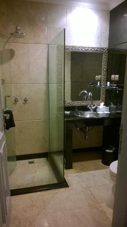 GH Universal Hotel: Bath Room