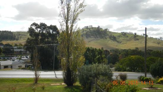 Garden Motor Inn : View from the motel side