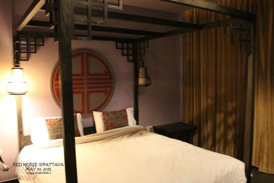 Red Horse Resort : เตียงนอนไม่นุ่มมากไม่แข็งมาก เหมาะสำหรับพักผ่อนได้เป็นอย่างดีจร้า