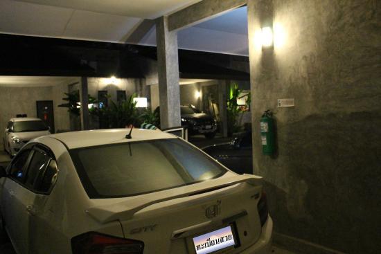 Red Horse Resort: มีที่จอดรถสำหรับของแต่ละห้อง