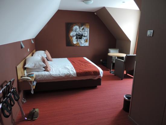 Academie Hotel: hotel room