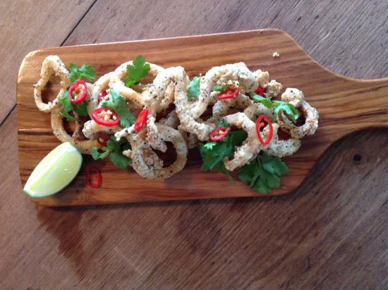 Fox and Hounds: Salt and pepper squid
