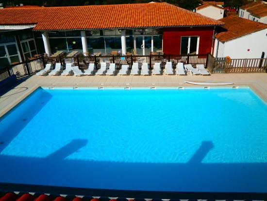 Camping les Bris: piscine vu d'en haut
