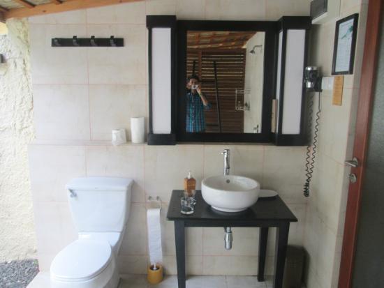 Kuredu: bath room