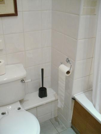 Blaby Hotel: part of the bathroom
