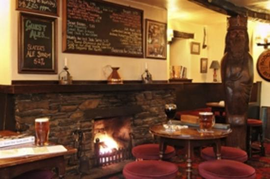 Kings Arms Restaurant: Real log fire