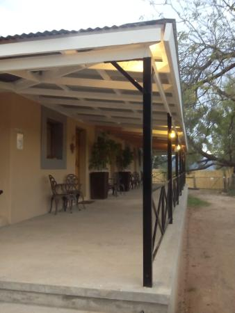 Bella de Karoo: Front porch of guesthouse