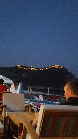 Palmiye Beach Hotel: utsikten mot borgen. på kvällen :)