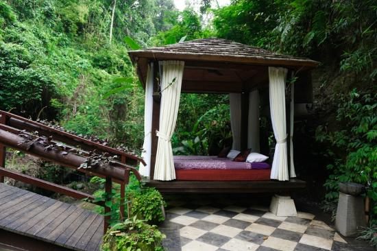 Payangan, Indonesia: the spa beds by the river