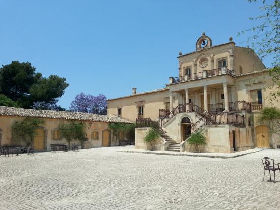 Chiaramonte Gulfi, Italia: cortile principale