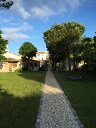 Stunning Beau Jardin En Charente Ideas - Antoniogarcia.info ...