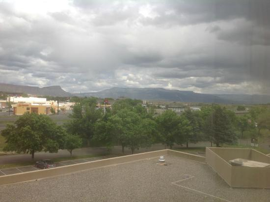 DoubleTree by Hilton Grand Junction: View of Mountains from the room