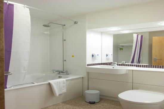 Premier Inn Aberdeen (Westhill) Hotel: Bathroom