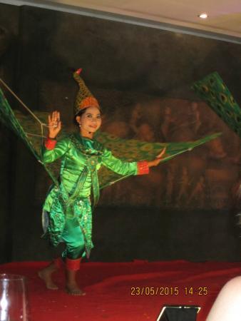 Pailin Peacock dance
