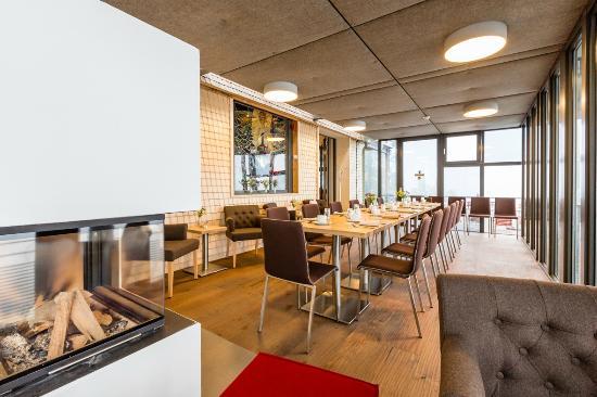 wintergarten mit kamin picture of cafe restaurant bergstation schauinsland freiburg im. Black Bedroom Furniture Sets. Home Design Ideas