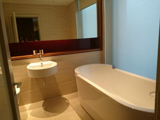Suite: Beautiful large bath with Apex Rubber Duck - Picture of Apex ...