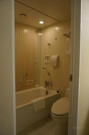 Toilettub Compartment With Shower Gelshampooconditioner - Bathroom compartment