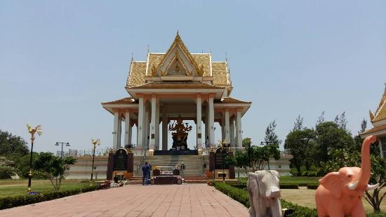 Erawan Thewalai Shrine