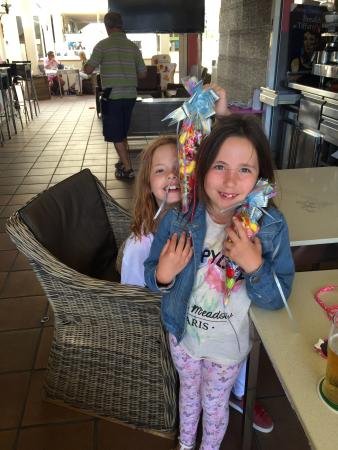 Ice House: Just had the best English breakfast here... The girls are extra happy with their sweets that ice