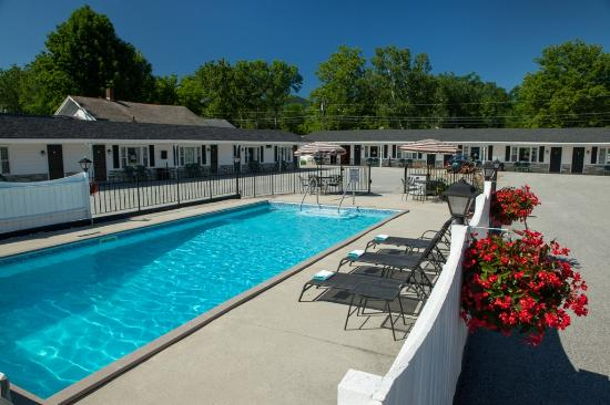 Knotty Pine Motel: Pool