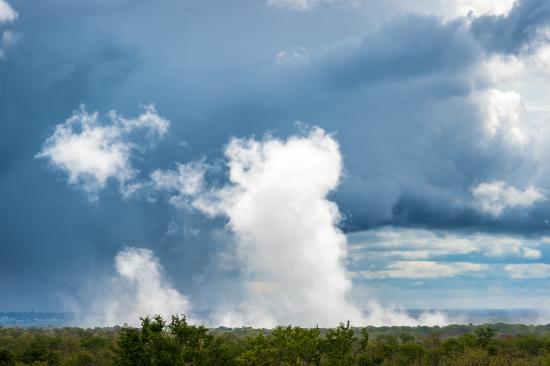 The Elephant Camp: The smoke that thunders!