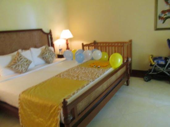 Taj Exotica Resort & Spa Goa: King bed - Taj provided a bed for my son
